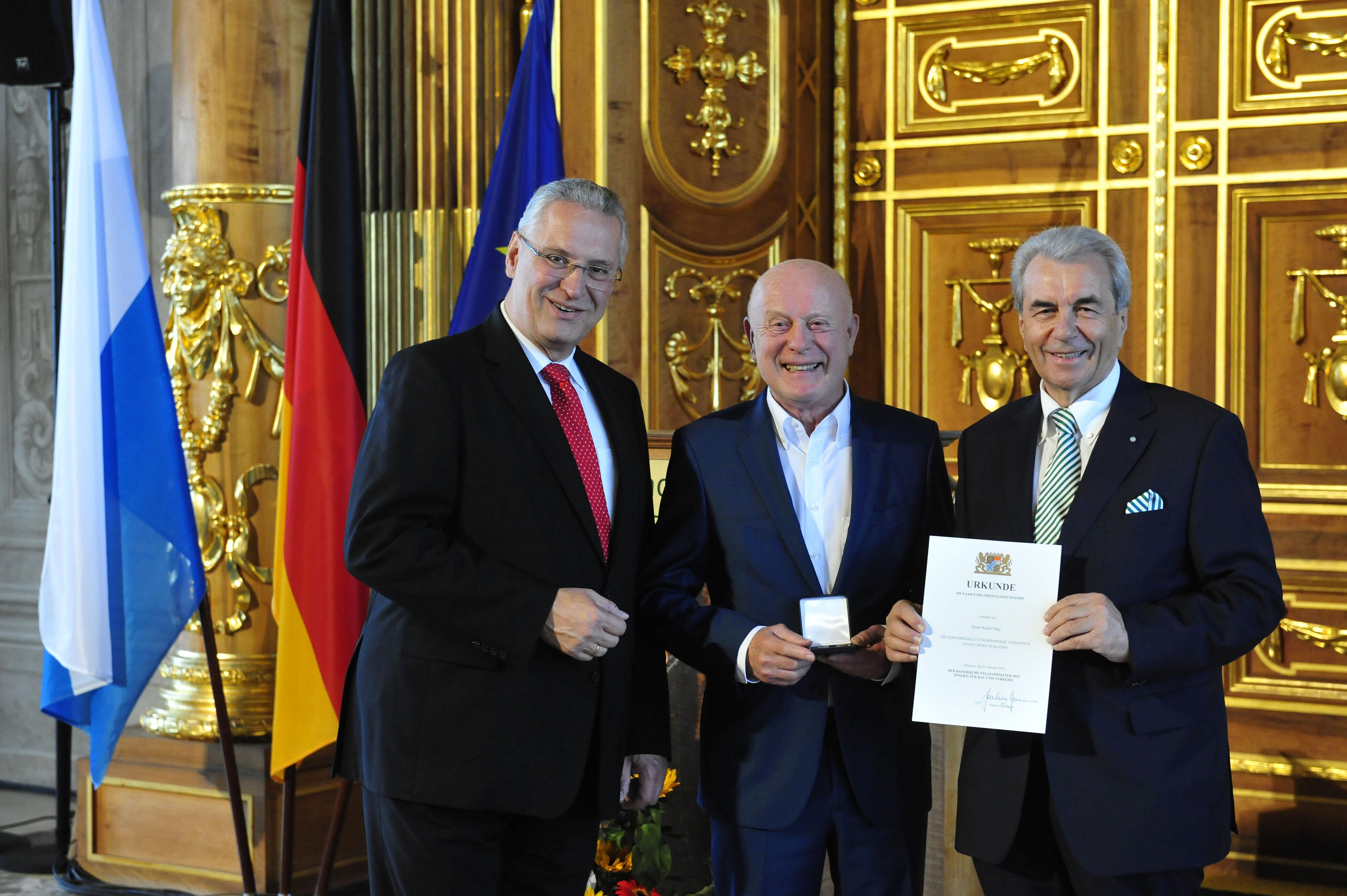Verleihung der Ehrenmedaille für besondere Verdienste um den Sport im Goldenen Saal des Rathauses der Stadt Augsburg durch Innenminister Joachim Herrmann am 29.10.2016